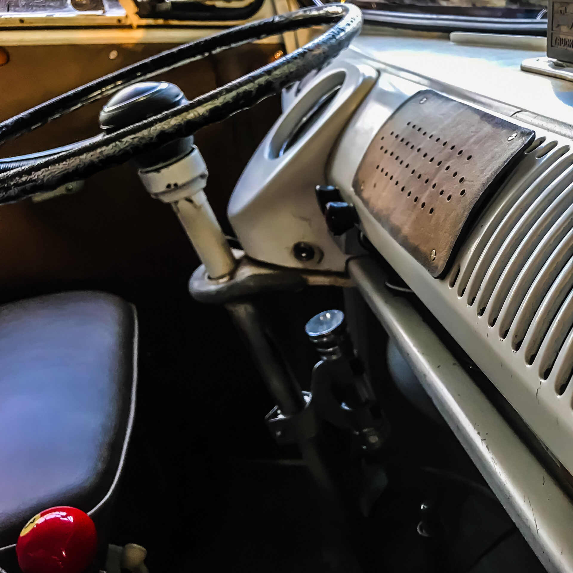 Vintage VW Double Cab Bus Interior - Junk In This Truck