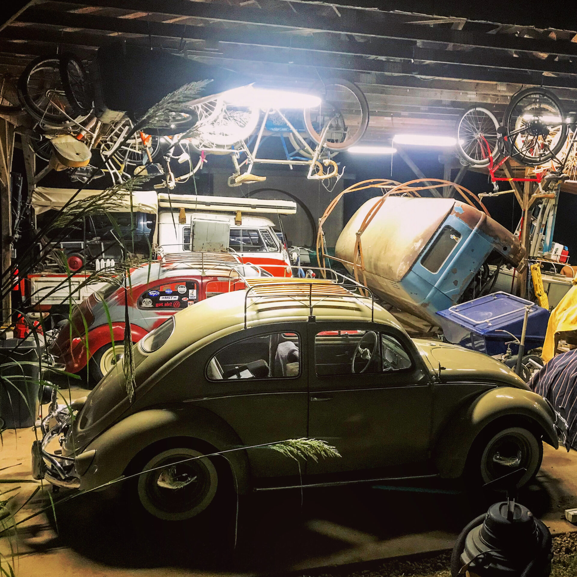 Vintage VW Shop - Junk In This Truck
